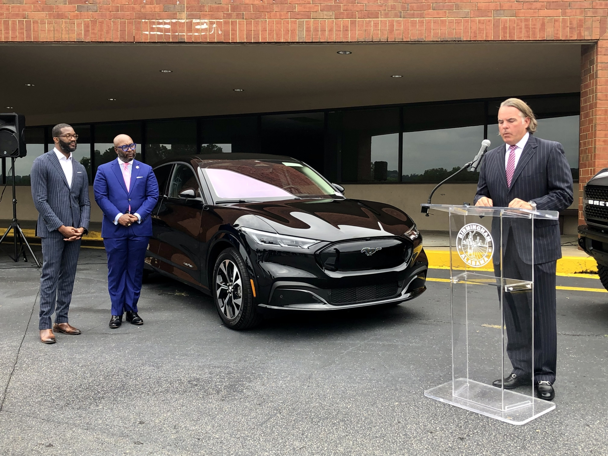 Stivers Ford to build auto showcase on the site of the abandoned Virginia College at the Palisades
