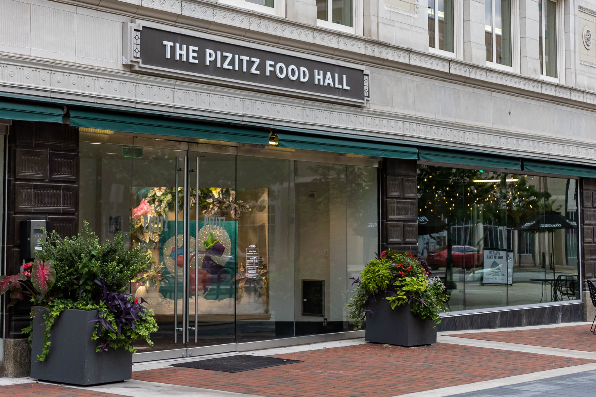 5 things we love at The Pizitz Food Hall, from crispy chicken wings to happy hour and free yoga